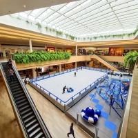 Neve em Curitiba? Jockey Plaza Shopping recebe a maior pista de patinação no gelo da cidade