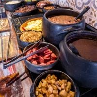 Feriado com buffet de feijoada no Bar Quermesse
