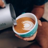 A curitibana Amanda Albuquerque vence o 1º Campeonato Brasileiro de LatteArt com Deleite Vegetal