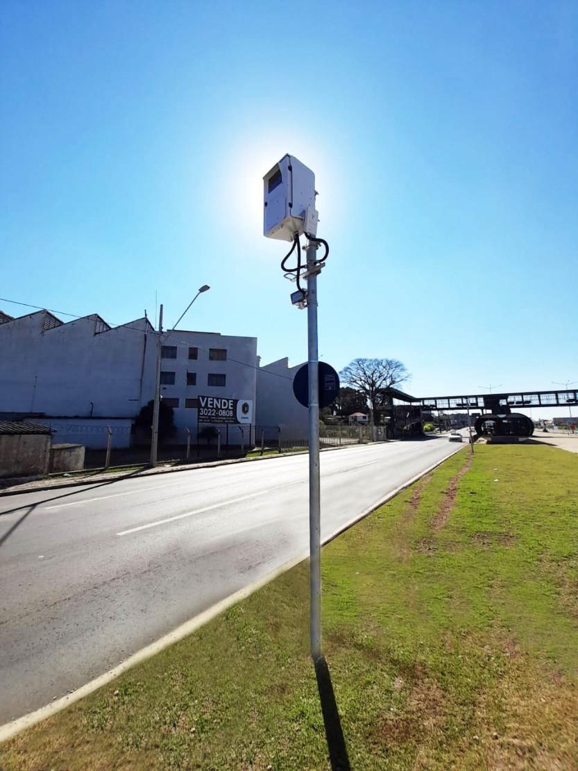 Curitiba,_a_cidade_que_marcou_a_criação_da_Lombada_Eletrônica,_recebe_nova_tecnologia_de_ponta_para_a_gestão_do_trânsito-2
