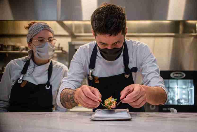 OBST_Chefs_Lenin_Palhano_e_Julia_Schwabe_Crédito_Munir_Bucair_Filho_Divulgação