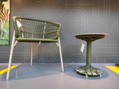 Cadeira Nave e mesa La Vita.