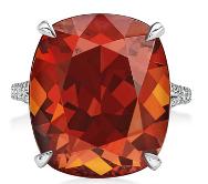 Tracee Ellis Ross_Anel em platina com espessartina de mais de 25 quilates e diamantes