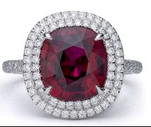 Tracee Ellis Ross_Anel em platina com rubi de mais de 5 quilates e diamantes