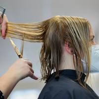Outubro Rosa: Farmácias de todo o Brasil deixam de lado a concorrência e unem-se para arrecadar cabelos para confecção de perucas